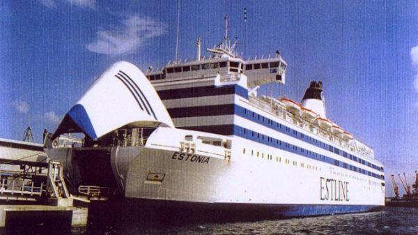 Raamat parvlaev Estonia hukust: laeva põhjas pidi olema auk