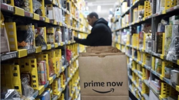 Amazon võib hakata käevõrudega jälgima laotöötajate liigutusi
