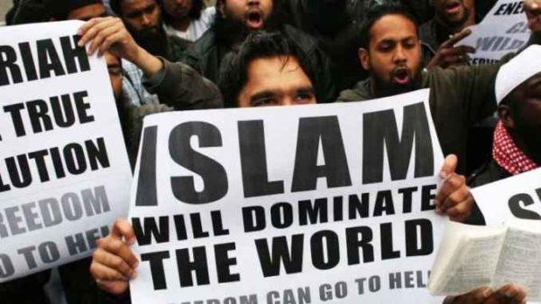 Itaalia kriminoloogi sõnul tõrjuvad moslemid eurooplased välja ja vallutavad kontinendi