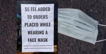 Californias asuva kohviku omanik küsib maskikandjatelt 5 dollarit lisatasu
