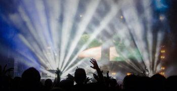 Inglismaa ööklubid ja kinod seisavad vastu valitsuse COVID-passide nõudele